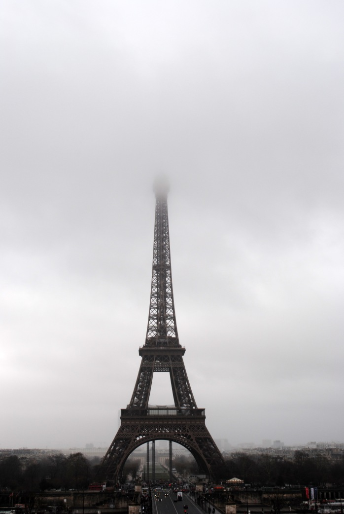 eiffel-tower-going-into-the-fog-and-mist